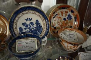 ウイロー(柳)パターン、ロイヤルドルトンとニッコー(日本硬質陶器)ロイヤルドルトンは売れました。