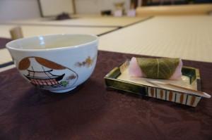蛤のお茶碗に桜餅