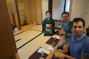 寿司体験付の男性二人。