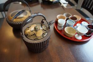 桃山時代の鉄銚子で、越乃寒梅を飲み放題でご提供します。