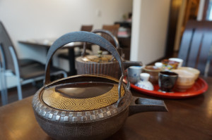 桃山時代の鉄銚子に「越乃寒梅・別撰」を入れて。お好みの杯でお飲み頂きました。